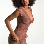 506616-body-em-renda-nude-mocca-lateral